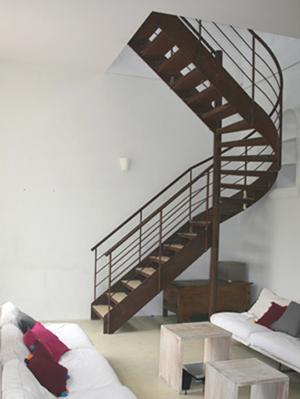 Comment r nover un escalier situ au milieu du s jour for Cuisine au milieu de la piece