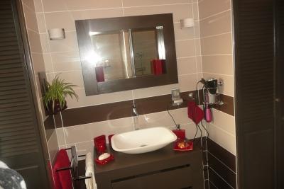 Besoin de vos lumi res d coration salle de bain for Salle de bain blanc et chocolat