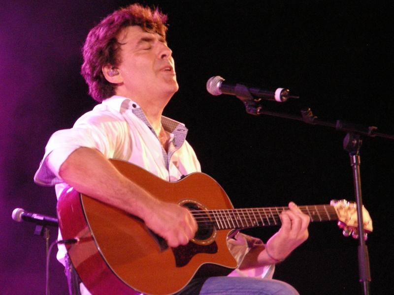 Claude barzotti et sa guitare au Cap d'Agde juillet 2013