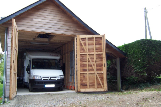 Bricoman porte de garage en bois for Fabrication porte garage bois 2 vantaux