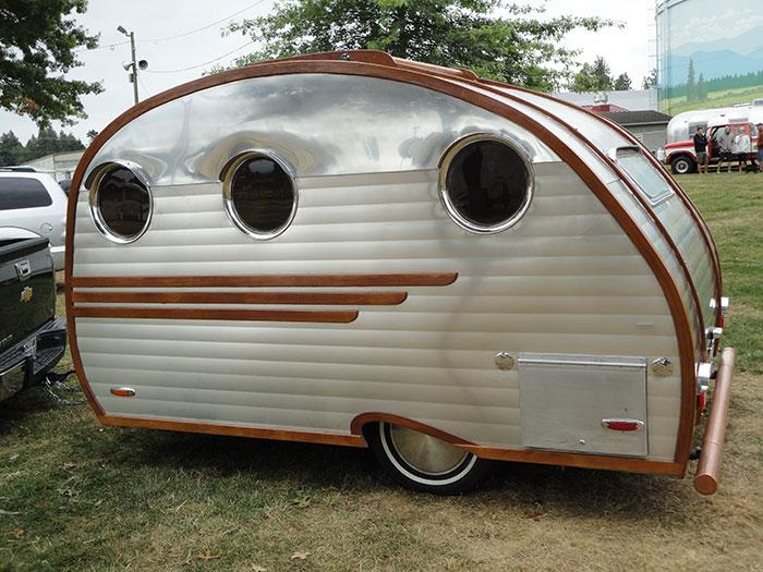 auto caravane page 2. Black Bedroom Furniture Sets. Home Design Ideas