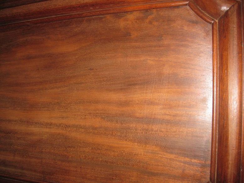 Sos taches sombres sur bois buffet acajou peinture plateau for Moisissure meuble bois
