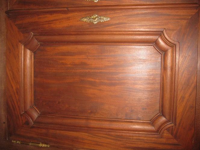 Sos taches sombres sur bois buffet acajou peinture plateau for Tache blanche sur bois fonce