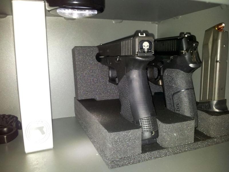 support arme de poing dans le coffre page 2. Black Bedroom Furniture Sets. Home Design Ideas