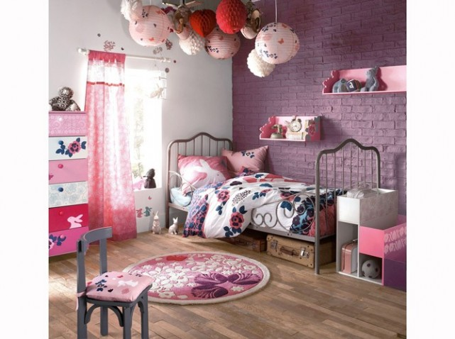 chambre d 39 une fille de 14ans. Black Bedroom Furniture Sets. Home Design Ideas