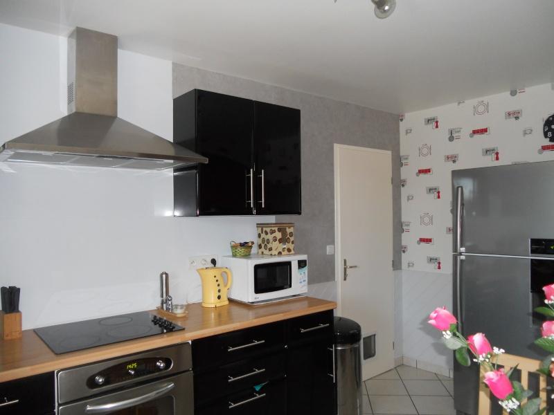 besoin de conseil concernant la couleur des murs de ma cuisine noir. Black Bedroom Furniture Sets. Home Design Ideas